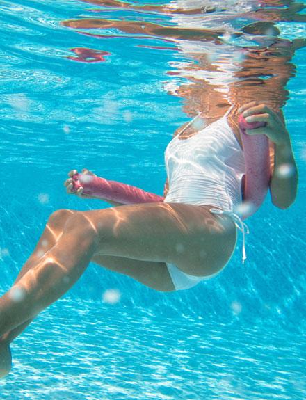 6 ejercicios para ponerte en forma en la piscina