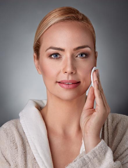 Prueba el agua micelar para limpiar tu cara